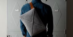 Wool Flat Pack From Hard Graft / This classy flat pack with a fine layer of wool on the outside and high-quality Italian leather inside is perfect for toting around your iPad or MacBook. Course Vintage, Hard Graft, Mode Man, Fashion Bags, Mens Fashion, Girly Car, Minimalist Bag, Minimalist Living, Minimalist Fashion
