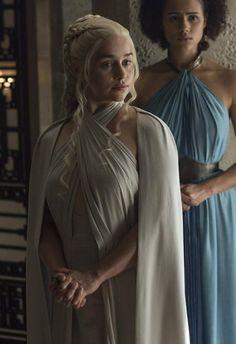 Learning about the Sons of the Harpy Daenerys Targaryen Dress, Emilia Clarke Daenerys Targaryen, Game Of Throne Daenerys, Khaleesi, Game Of Thrones Costumes, Game Of Thrones Tv, Game Of Thrones Quotes, Beautiful Costumes, Mother Of Dragons