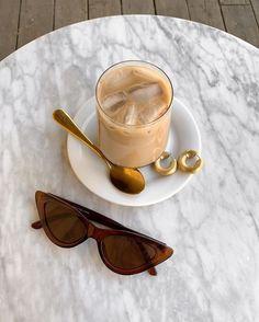 Cream Aesthetic, Aesthetic Coffee, Brown Aesthetic, Aesthetic Food, Coffee Date, Coffee Break, Iced Coffee, Coffee Drinks, Coffee Shops