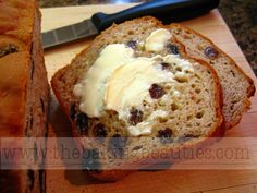 Gluten-free Oatmeal Cinnamon Raisin Bread (great but a little dry. replace xanthum w T psyllium, milk powder w almond meal. Increase cinnamon slightly) Dairy Free Bread, Gluten Free Baking, Gluten Free Recipes, Gluten Free Raisin Bread Recipe, Gf Recipes, Sin Gluten, Sem Gluten Sem Lactose, Bread Machine Recipes, Bread Recipes