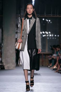 A look from the Proenza Schouler Spring 2015 RTW collection. (Photo: Nowfashion)