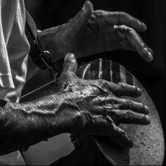 Tambores de Roda D'água. O Carnaval de Congo de Máscaras de Roda D'Água é uma manifestação da cultura afro-brasileira, com grande influência indígena e que resiste ao tempo. Representa um antigo gesto em homenagem à padroeira do Espírito Santo, Nossa Senhora da Penha. Contam os descendentes que, no passado, diante da dificuldade de locomoção até o Convento da Penha, os moradores decidiram homenagear a santa saindo pelas ruas da localidade em procissões animadas por tambores de congo.