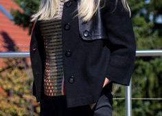 silk top and wool /leather jacket Made by leather bracelet Hermès, golden bracelets, pants Renè Lezard, Silk Top, Leather Jacket, Wool, Bracelets, T Shirt, Pants, Jackets, Outfits, Fashion