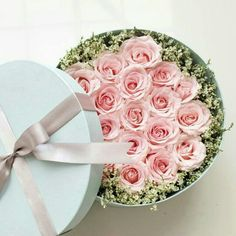 * Creative Flower Arrangements, Floral Arrangements, Round Gift Boxes, Mothers Day Flowers, Wonderful Flowers, Flower Patch, Love Rose, Flower Boxes, Flower Fashion