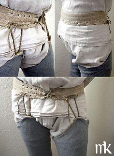 Beinlinge, hier nicht an der Bruche, sondern einem eigenen Beinlinggürtel, der unter dem Kittel getragen wird, befestigt