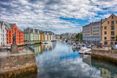 Norvegia (Flickr: Edward Dalmulder) I Fiordi norvegesi, oltre a incantare per la bellezza dei paesaggi, sono la meta ideale anche perché molto sicuri. Secondo il Better Life Index dell'Ocse, la Norvegia è il paese con il più basso tasso di omicidi e di criminalità