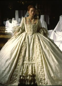 Tilda Swinton in the title role of Orlando costume design by Sandy Powell Tilda Swinton, 18th Century Dress, 18th Century Fashion, 16th Century, Theatre Costumes, Movie Costumes, Historical Costume, Historical Clothing, Beautiful Costumes