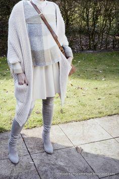 Dreams Come True: Outfit: Oversized-Strickjacke mit Lederrock und Overknees