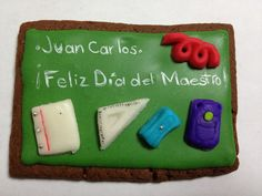 Pizarrón y útiles escolares  Galleta de chocolate + Glasé + Fondant  www.tudulceidea.com