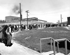 The Manhattan Project - Line for cigarettes at Williams Drug Store, Jackson Square, 1945 - Extraordinary Photos of Everyday Life in Oak Ridge, the Secret City