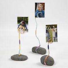 13704 Ein Foto-Halter aus Stone Clay, Aluminiumdraht und Blumenklebeband