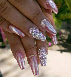 Pink Metallic Nails with Rhinestones - Nail Art Design Nail Jewels, Nails Design With Rhinestones, Nagel Bling, Metallic Nails, Party Nails, Rhinestone Nails, Jewel Nails, Pink Sparkle Nails, Pink Chrome Nails