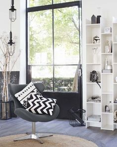 KARWEI   Lekker basic én krachtig: de eenvoud van zwart en wit. #wooninspiratie #woonkamer #karwei
