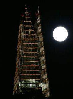 Londra'da 10 Ağustos günü çekilmiş Süper Ay fotoğrafı