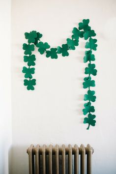 St. Patrick's Day Crafts - like this simple garland to add a little st. patricks day fun to the house