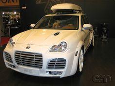 White Porsche Cayenne Magnum