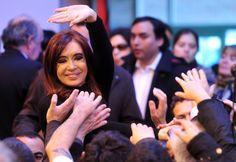 """La presidenta, Cristina Fernández de Kirchner, manifestó esta mañana en Río Gallegos, que los jueces tienen opinión y """"no salen de debajo de las baldosas"""" e insistió en la necesidad de reformar el Consejo de la Magistratura."""