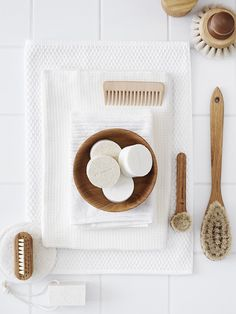plastic-free bathroom gear; compostable wooden brushes and combs