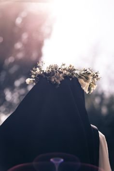 Carmelite nun wearing crown-of-thorns, and possibly with face veiled Hijab Niqab, Muslim Hijab, Mode Hijab, Cute Muslim Couples, Muslim Girls, Beautiful Muslim Women, Beautiful Hijab, Hijabi Girl, Girl Hijab