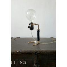 Lampada da tavolo vintage realizzata con antico porta di OhMyLab #alambicco #lampada #factory #lamp #old #decor #tavolo