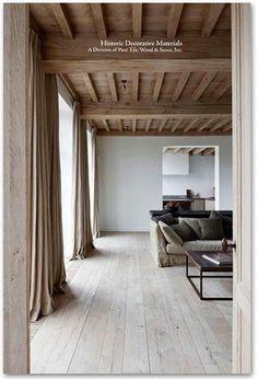 deco-salon-couleur-lin-et-teintes-naturelles-avec-poutres-apparentes. Home, House Design, Wood Ceilings, Flooring, Interior, Contemporary Living Room, House Interior, Interior Architecture, French Oak Flooring