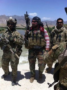 MARSOC Marine Raiders, and USAF jtac. When you bleed red white and blue Gi Joe, Marsoc Marines, Military Motivation, Tactical Life, Military Special Forces, Delta Force, Green Beret, Military Photos, Military Weapons