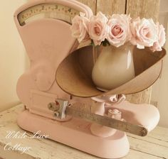 How To Paint On Metal Using Chalk Paint - White Lace Cottage Vintage Roses, Vintage Pink, Murs Roses, Cocina Shabby Chic, Modern Outdoor Kitchen, Old Scales, Using Chalk Paint, Farmhouse Chic, Farmhouse Kitchens
