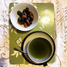Ooh it's that time of day when energy dips and the sweet tooth starts a hollerin' - this little trio sorts it out - green tea, blueberries and almonds - nom nom
