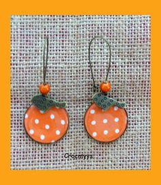 Grandes boucles d'oreilles oranges à pois blancs : Boucles d'oreille par crocmyys