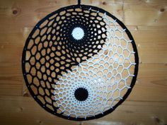 Yin Yang, Macrame Patterns, Crochet Patterns, Mantel Redondo, Native American Symbols, Boho Kitchen, Dream Catcher Boho, Crochet Mandala, Boho Living Room