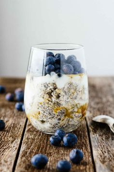 Easy Blueberry Chia Overnight Oats! This recipe is seriously the BEST. Vegan, vegetarian, gluten-free, 5 minutes. Love it for breakfast on-the-go!