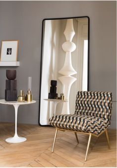 Grand miroir fenêtre rectangulaire - Expolore the best and the special ideas about Accent chairs Hall Furniture, Furniture Making, Aesthetic Rooms, Of Wallpaper, Living Room Designs, Accent Chairs, New Homes, Interior Design, Mirror