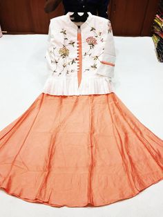 Embroidery On Kurtis, Kurti Embroidery Design, Frock Models, Stylish Tops For Women, Indian Gowns Dresses, Floor Length Gown, Frocks, Designer Dresses, Ballet Skirt