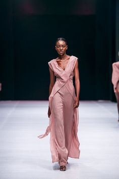 Lagos Fashion Week 2019 | Style Temple | BN Style Simply Fashion, Bold Fashion, High End Fashion, Fashion Tips For Women, Holiday Fashion, Passion For Fashion, Runway Fashion, Fashion Show, Fashion Outfits