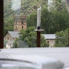 El nostre restaurant gaudeix de les millors vistes de la Vall, inclosa l'esglèsia romànica de Santa Maria de Ribera de Cardós. Un bon dinar en un lloc excel•lent 😋👏🍜 #hotel #hotelmuntanya #hotelmontaña #hotelpallars #pallars #hotelpirineu #hotelpirineo #pirineu #pirineo #restaurant #restaurante #comidacasera #casera #casolana #dinarcasolà #menjarcasolà #vistes #views #mountainviews #mountain #riberadecardos #vallcardos #valldecardos #eat #lovelyviews #pallarssobirà #lovepirineus #lleida…