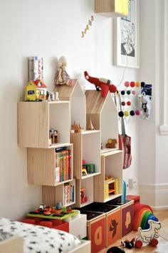 24 Genius Ways To Organize Your Kid's Room on a Budget - Pinses Home & Garden Inspiration Cubes, Etagere Cube, Smart Storage, Kids Furniture, Decoration, Kids Playing, Playroom, Modern, Bookcase