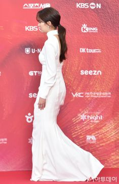 at Seoul Music Awards red carpet Kim So Hyun Fashion, Korean Fashion, Kim So Eun, Seoul Music Awards, Korean Actresses, Show Photos, Formal Dresses, Wedding Dresses, Korean Girl