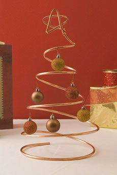 Great tutorials for many DIY Christmas decorations, including this wire tree