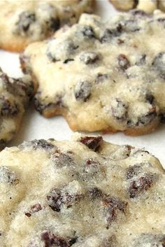 Soft vanilla-scented sugar cookies packed with raisins or currants. Vanilla Shortbread Cookie Recipe, Christmas Cookie Boxes, Xmas Cookies, Sugar Cookies, Cookie Desserts, Sweet Desserts, Cookie Recipes, Flour Recipes, Cookies