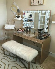 When decorating the home, especially for bedroom and dressing rooms, it is important to pay attention to all elements. In this case, makeup room ideas become another vital point. This all about make room decor ideas for your inspiration. Makeup Table Vanity, Vanity Room, Vanity Ideas, Makeup Vanities, Vanity Mirrors, Vanity Tables, Makeup Desk, Makeup Tips, Gold Makeup