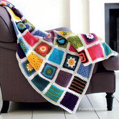 Coperte all'uncinetto, ai ferri, cucite, imbottite, riciclate, personalizzate: ecco10 modi diversi per creare coperte fai da te per divano, letto e poltrona. Granny Square Blanket, Plaid, Refashion, Cross Stitch, Cozy, My Favorite Things, Crochet, Blankets, Craft