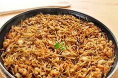 Fideuá de pollo Güveç yemekleri - Güveç yemekleri - Las recetas más prácticas y fáciles Quinoa, Small Pasta, Party Dishes, Cooking Recipes, Healthy Recipes, Diet Recipes, Spanish Food, Spanish Cuisine, Gourmet