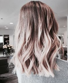 Coloring short hair + adding beach waves #hairstyle