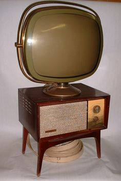 (and I know that's a tv and not a stereo, but it's going here anyway) The Most Insane Television Sets in History Philco Tandem Predicta Retro Vintage, Deco Retro, Vintage Items, Vintage Stuff, Vintage Room, Vintage Clothing, Tvs, Vintage Television, Television Set
