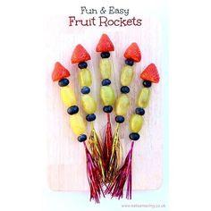✨Fruit Rockets✨ Fortsätter lite på tema raketer. Detta var en rolig ide - fruktspett som föreställer raketer. Roliga till kalaset eller bara om man vill piffa till melliset eller fruktstunden lite. Bild: eatsamazing.co.uk #pysslamedkidsen #pysslamedbarn #pyssel #diy #diykids #barnpyssel #pysselinspiration #viärallapysselmorsor #kreasiwinspo #allakanpyssla @inspoforskolan