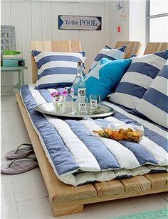 Für Tagträumer und absolute Genießer..diese Louncheliege wird mit vielen Kissen und einer weichen Auflage schnell zum Sofa Ersatz. Besonders...