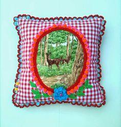 Almofada decorada com crochet