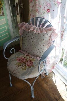 Shabby Chic Vintage French Chair Makeover !