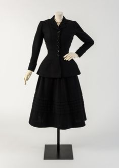 Vintage Fashion: Black wool New Look suit, classic Christian Dior. Circa 1947. Photo Credit: Fashion Museum UK