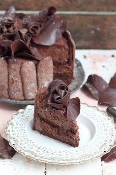 Enfin j'arrive à trouver un peu de temps pour vous proposer la fameuse recette de la charlotte au chocolat de Pierre Hermé. L'article fut...